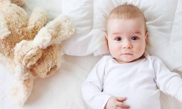 Bebeğiniz 2 yaşına gelene kadar yastık kullanmayın
