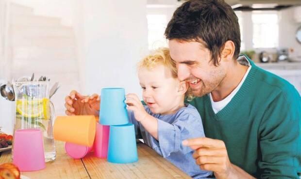 Söz konusu aile ve çocuklar olduğunda, bambaşka bir dünyanın penceresi açılır. İki olgu arasındaki bağ o kadar tarifsizdir ki; çocuk için aile, aile için de çocuk hayatın ta kendisi demektir. Çocuk için hayata dair ne varsa aile ile somutlaşır ve hayat bulur. Tam da bu yüzden çocuk ile iletişim büyük bir öneme sahiptir.