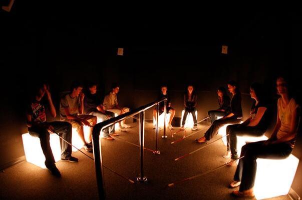 Karanlıkta Diyalog sergisi ile empati duygusunu geliştirsin!