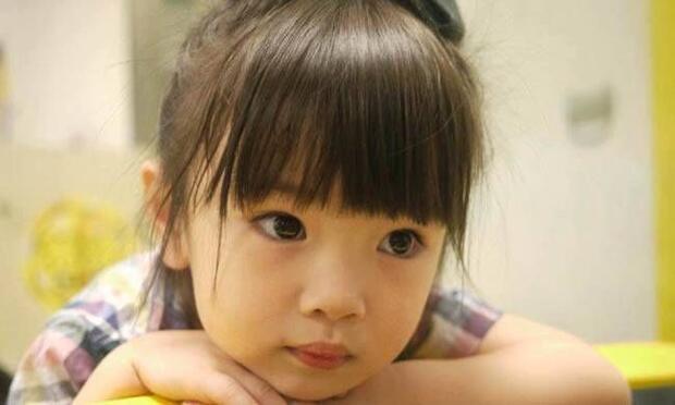 Bu küçük kızı ısırmamak mümkün değil!