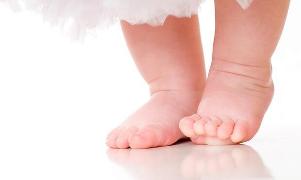 Bebeğinize ayakkabı giydirmeyin!