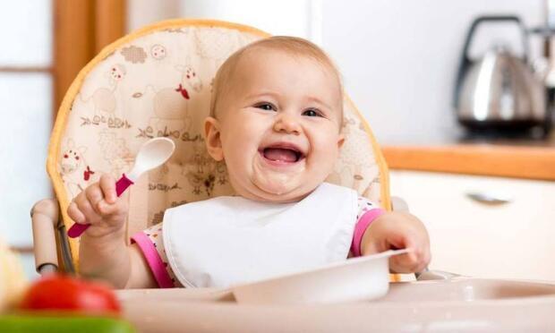 Bebeğim katı gıdaya başlıyor