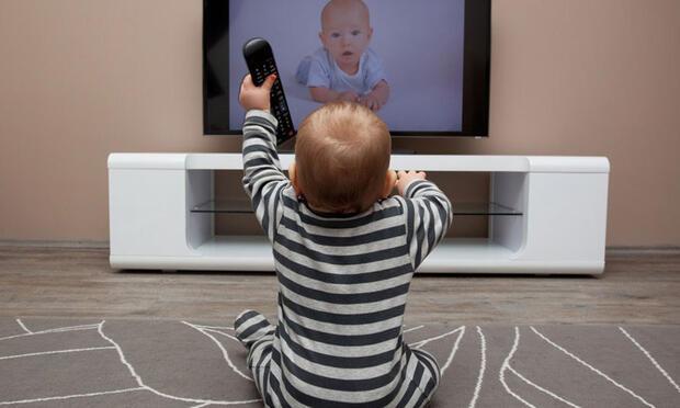 Bebeğinizi televizyondan uzak tutun!