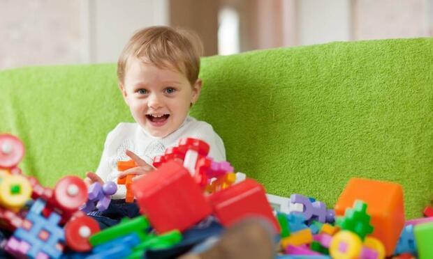 Çocuğunuza gereğinden fazla oyuncak almayın!