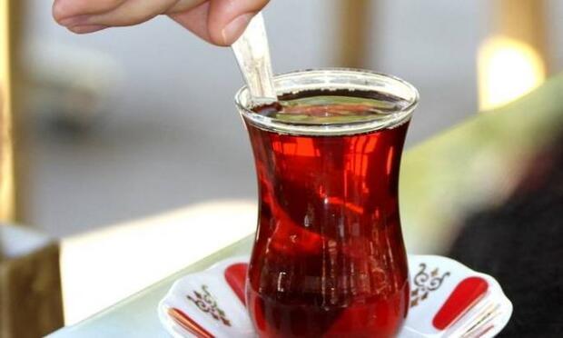 Yemekten sonra çaya veda