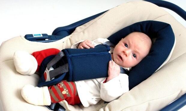 Çocuğu pusetle taşımak bele zarar verebilir