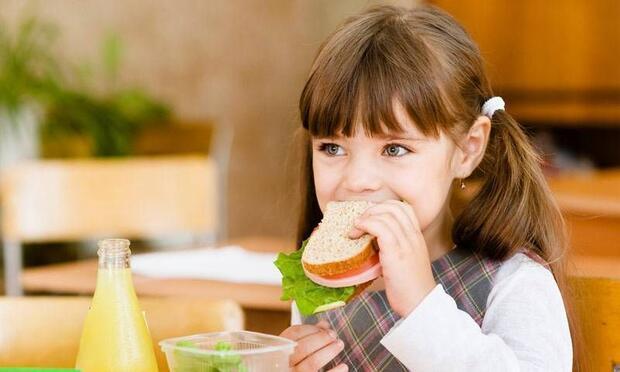 Sağlıklı beslenme okul başarısını artırıyor