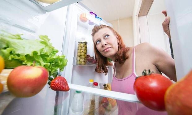 Gece salata ve meyve tüketmeyin!