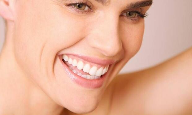 Sağlıklı ve güzel dişler sizi daha genç gösterir!