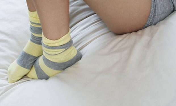 Çorapla yatağa girmeyin