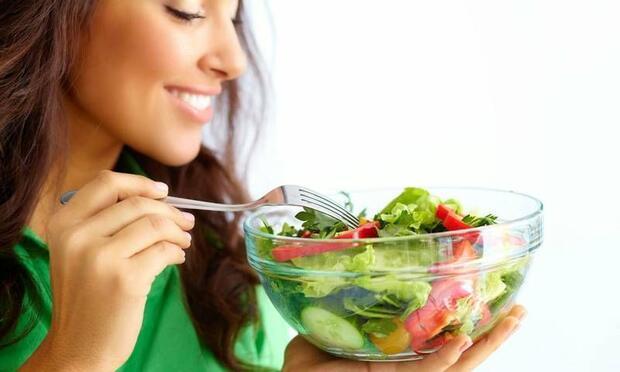 Yeşil yapraklı sebzeler cilt kuruluğuna bire bir!