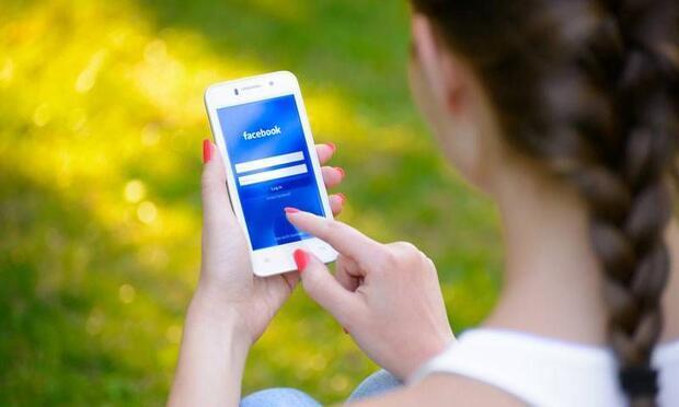 Eski sevgilinizi Facebook'tan silmeli misiniz?