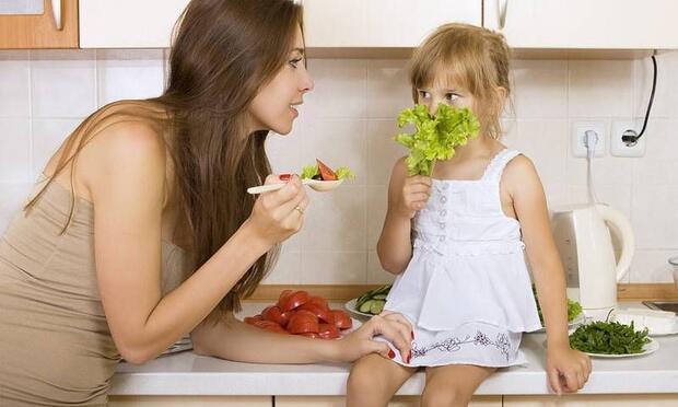 Yemek yeme baskısı çocuğun iştahsızlığını artırıyor!