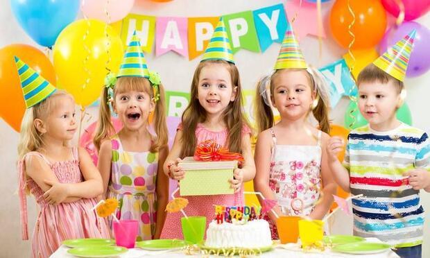 Çocuğunuza abartılı doğum günü kutlamaları yapmayın!