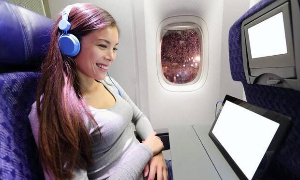Uzun uçak yolculuklarını rahat atlatmak için 15 öneri