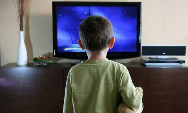 Televizyon izlemek çocukları nasıl etkiler?