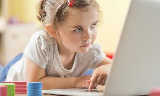 """""""İnternet, çocuk bakıcısı değil!"""""""