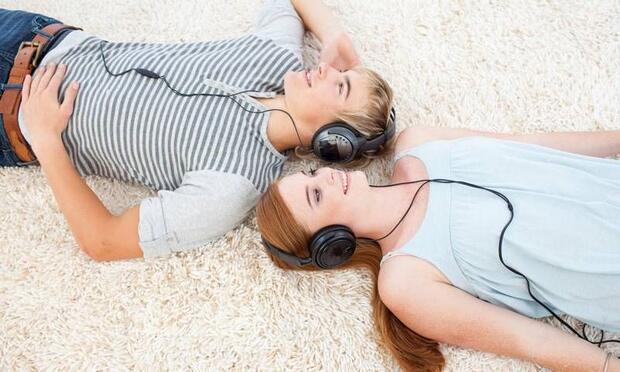 Ergen çocuğunuzun dinlediği müziği eleştirmeyin!