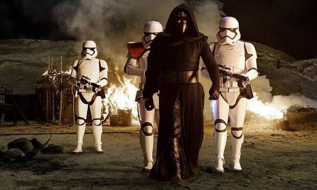 """""""Star Wars: Güç Uyanıyor"""" vizyonda!"""