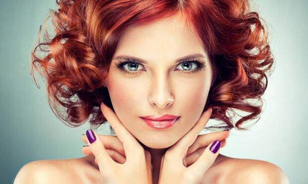Kızıl saçlılar yılbaşında nasıl makyaj yapmalı?