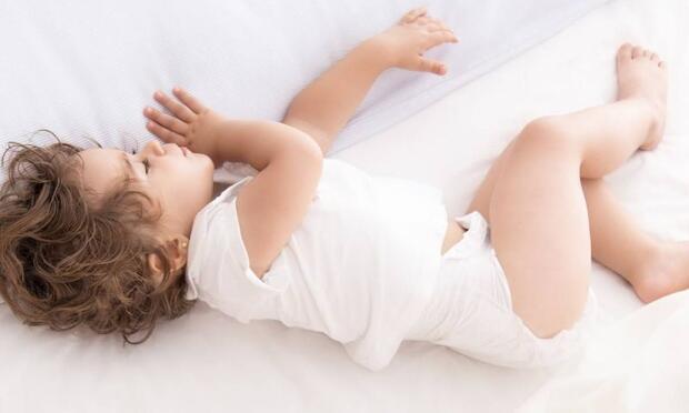 Bebeklerin hangi yaşta ne kadar uyuması gerekir?