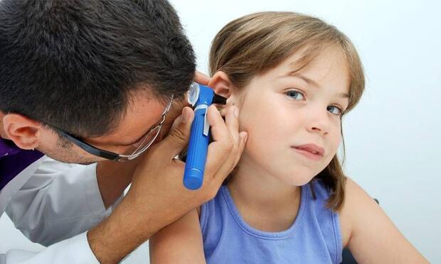 Çocuklarda ortak kulak iltihabını hafife almayın!