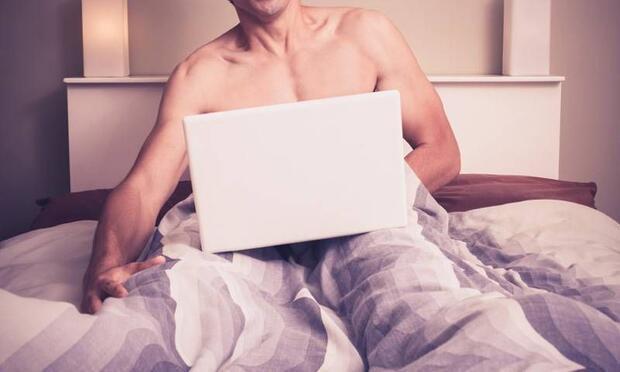 """""""Eşim porno izleyip mastürbasyon yapıyor"""""""