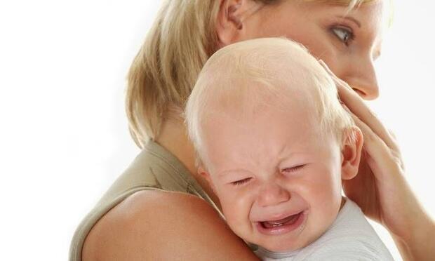 Kucağa alınmak istememek otizm belirtisi olabilir