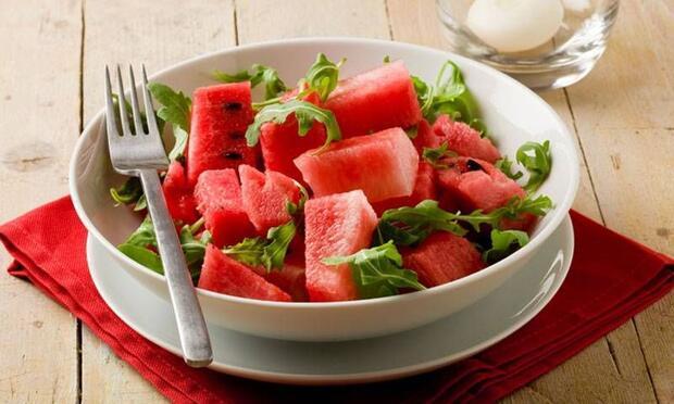 Yaz aylarında mutlaka bu sebze ve meyveleri tüketin!