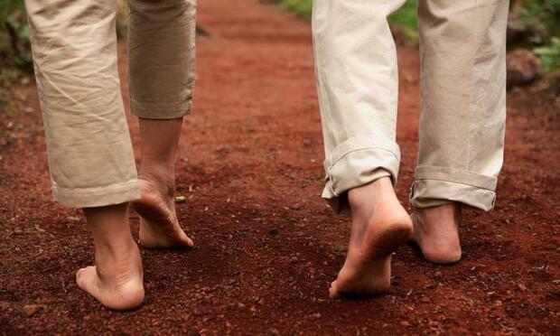 Toprağa çıplak ayakla basmanın faydası