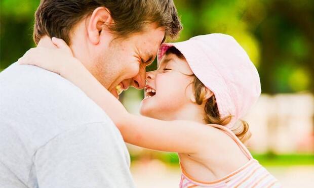 Sizin bebeğiniz de babasına çok mu düşkün?