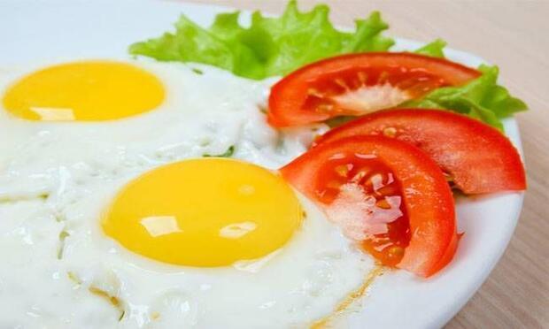 Yumurta tüketmek gün boyu tok tutuyor