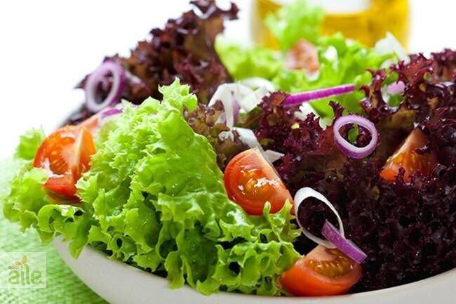 Akdeniz salatası ve baharatlı zeytinyağı tarifi