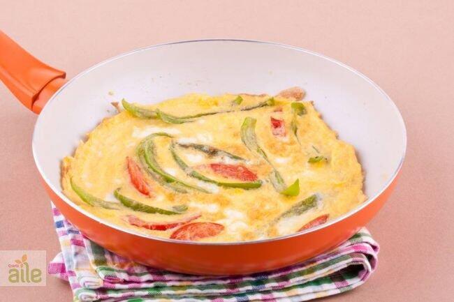 Beyaz peynirli ve yeşilbiberli yumurta tarifi