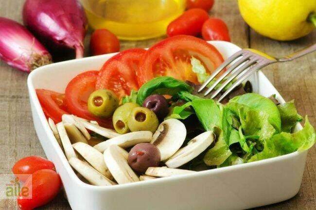 Zeytinli mantar salata tarifi