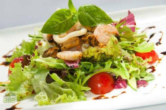 Deniz ürünlü salata tarifi