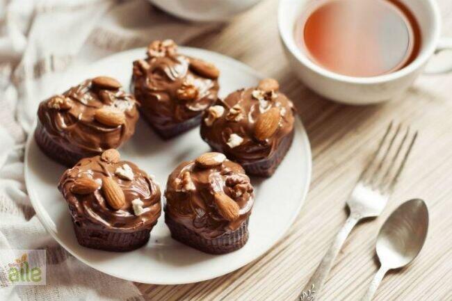 Sıvı çikolatalı kolay tart tarifi