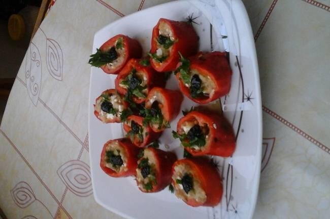 Közlenmiş patlıcan dolgulu kırmızı biber