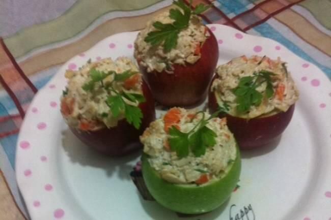 Elma yatağında tavuk salatası tarifi