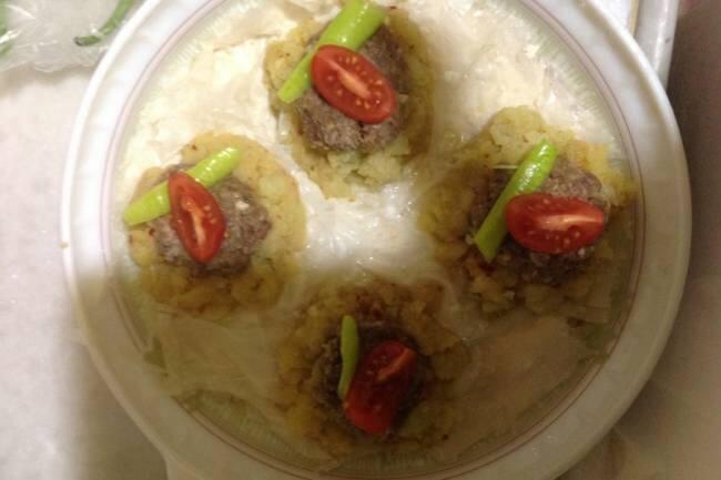 Baklavalık yufka ve baharatlı patates ile köfte tarifi