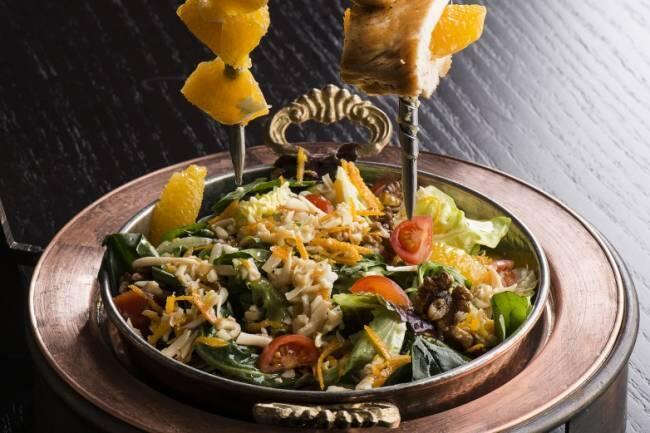 Portakallı tavuklu ceviz salatası tarifi