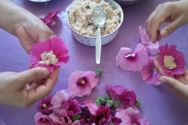 Zeytinyağlı hatmi çiçeği sarması tarifi