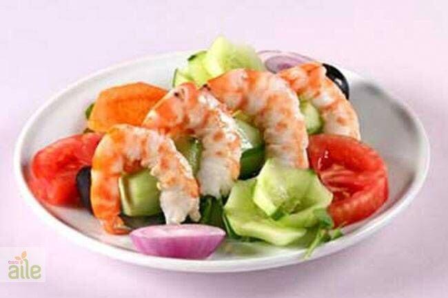 Dil balıklı ve karidesli salata tarifi