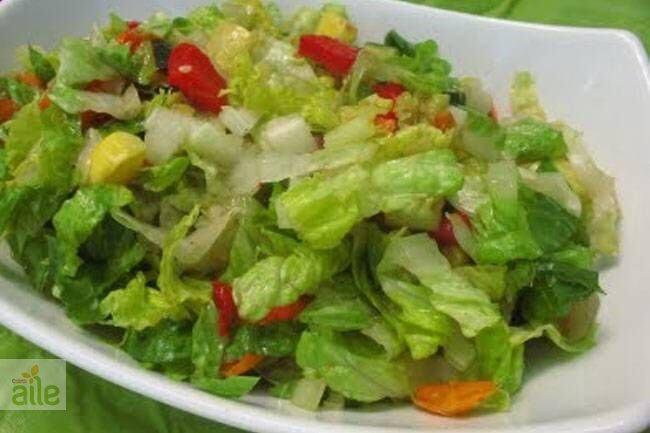 Fesleğen soslu salata tarifi