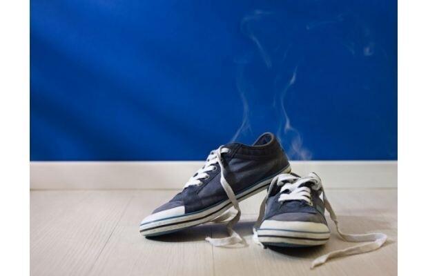 Ayakkabı kokusundan kurtulmak için bunları deneyin!