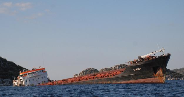 One dead as Turkish ship sinks in Aegean Sea - Turkey News
