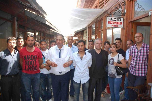 Roma band members complain against discrimination in