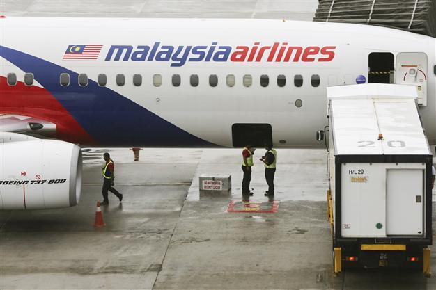 Malaysia Airlines to slash 6,000 jobs in survival bid