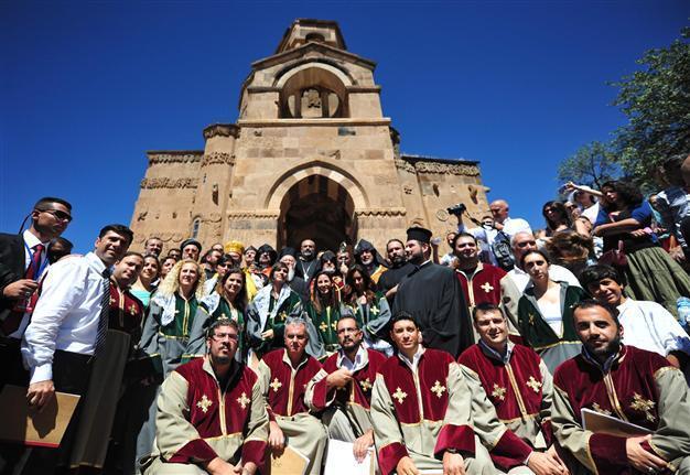 Armenian church on Akdamar Island hosts fifth service