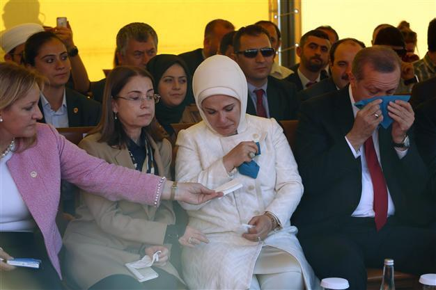 VIDEO: Poetic prayer makes Erdoğan couple shed tears in Albania